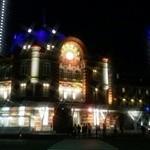 鉄板焼 天 本丸 - 東京駅のライトアップを眺められる窓際BOXソファ席