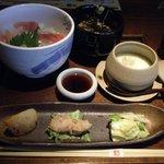 くつ炉ぎ・うま酒 かこいや - 鮪と鯛のちらし寿司御膳