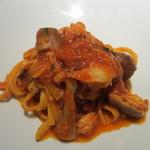 タニーチャ - 手打ちの卵入りタリアテッレ、ポルチーニのトマトソース