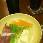 16714018 - 生ハムとチーズ2種のプレート、ビール(ギネス、ハートランド)