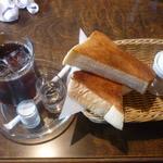 ドンデン - 料理写真:アイスコーヒー、モーニング(トースト、ゆで卵)