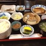 上乃家 - 日替わり定食。 これは晩ご飯のボリュームだよね!