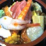 海鮮山鮮 武蔵 万風 - 海鮮丼(画像最悪でごめんなさい)