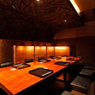 最大12名様まで収容可能な個室は、接待や会食に最適