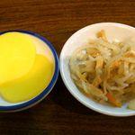わらじ家 - わらじ家 @銀座 定食に付く沢庵と日替り小皿