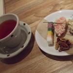 カフェ ハヌル - 韓国茶と、韓国餅のセット