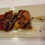 尾島商店 - 鶏をパプリカと焼いてバルサミコで味付けしてあります
