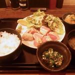 16727126 - 大山鶏の刺身ステーキ定食(900円)