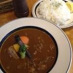 16727667 - とろとろ牛スジと野菜のスープカレー