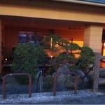 山鹿温泉 清流荘 - 入口の反対側 菊池川から足湯の所を撮りました