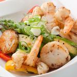 ダイニングキノシタ - エビ・ホタテたっぷりのシーフードと野菜の炒め物