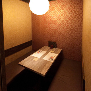 接待、会食、記念日に。しっとりと落ち着いた個室が人気です