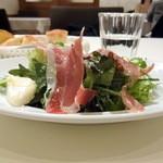 サントスピリト - Dセットのサラダ(生ハムとモッツァレラのグリーンサラダ)