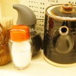 寿々屋 - 塩、ソース、しょうゆなどなど。