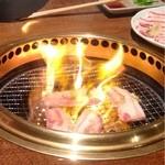 16740999 - 豚のアブラで炎が燃えます(^^)