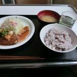 レストランみやまえ - 料理写真:本日のランチ 和風ハンバーグ480円 五穀米