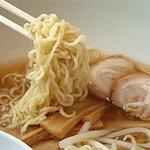 ひさご - もちしこな中太ちぢれ麺と、優しい醤油味のスープ。メンマ・モヤシ・ネギも入ってます。