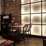 ラ ココリコ - 店内のテーブル席の風景です