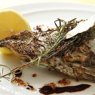 四国・九州から仕入れる旬の新鮮魚介を使用しております。