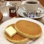 オクムラ珈琲専門店 - ホットケーキセット(コーヒーにチーズが付いています)