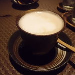 AZ DINING - お代わり自由のカフェラテ