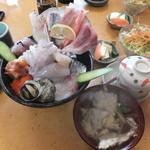 16754124 - 海鮮丼 ¥1050