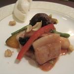 海鳳 - 豚肉のチリソース煮と中華蒸しパン