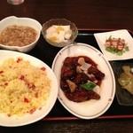Suirouhonkan - 酢豚定食             フカヒレスープ             酢豚とチャーハン小皿でバンバンジーとザーサイ             杏仁豆腐
