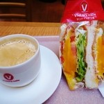 サンドイッチ工房 victory cafe - スパイシー月見野菜とコーヒー