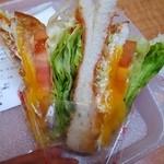 サンドイッチ工房 victory cafe - 野菜たっぷり。