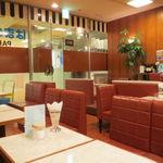 はまの屋パーラー - パーラー&スナックと名乗る通り、茶色を基調とした昔ながらの喫茶店2