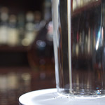 テイル・オコック - 微笑むグラス