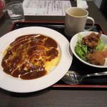 イワクラ - オムライスデミグラスソース+IWAKURA風鶏のから揚げ
