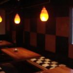 ザザザ食堂 - 淡い暖色のライトがまったり感を演出します。