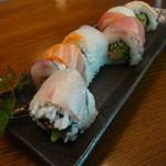 幸喜 - レインボーロール☆5種のお刺身を使用した変わり巻き寿司
