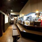 黒木屋 宮崎清武加納 - カウンターで飲む酒は格別♪個室以上に会話に華が咲きます。
