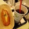 エアポート ダイナー - 料理写真:チーズドッグとコカコーラー(チェリーフレーバー)