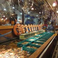 函館市場 海厨房 - 約10mの生簀から新鮮な魚貝をそのまま調理