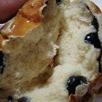 ツェルマット - 黒豆のパン。中はこうなってます