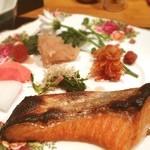 フローリスト KT - 焼魚ランチ850円 お味噌汁ご飯がつきます。珈琲飲み放題♬本業はお花屋さん、楽しい店主♬