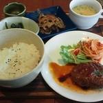 Cafe Good Days - 料理写真:特製ふわふわハンバーグ950円!!これにセットのサラダとドリンクがつきます♪