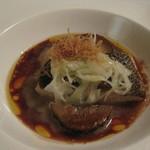 かみくら - しっかりとしたソースの魚料理