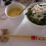 カフェプラスケーキシフォン - スープ&サラダ