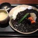 ナオライ - 鶏挽肉と野菜の黒ゴマカレー1000円