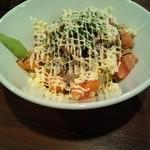 オハナキッチン ホロホロ - 大盛りの  サーモン丼