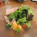 チポリーナ - 本日の特製サラダ  大満足のボリューム。