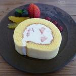 ミナモ - いちごのロールケーキ