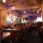 イタリアンカフェ・ベーム - 店内の雰囲気は女子ウケしそうですね^^