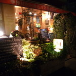 イタリアンカフェ・ベーム - 店の外観は乙女チック。