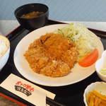 おきらく食堂 - 国産牛100%特製メンチカツ定食¥780